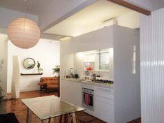 Sala de jantar de um loft de 65 m², em Ipanema, Rio de Janeiro. Ambiente projetado por Alessandra Souza.