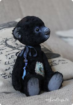 blueberry_3.....(i want to have this bear sitting on my bead! so gosh darn precious!)....