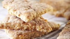 Helpot kauraleipäset syntyvät hyvin nopeasti, koska niitä ei kohoteta. Krispie Treats, Rice Krispies, Apple Pie, Banana Bread, Cookies, Desserts, Food, Crack Crackers, Tailgate Desserts