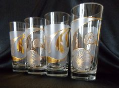 """Thisset+offour+highball+tumbler+glasses+are+made+by+Culverduring+the+1980s.+Theclear+glassfeatures+a+22+kgoldflowerdesign+against+a+frosted+background.The+rim+and+base+areclear.+These+glasses+aresigned+""""Culver"""".<b..."""