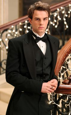 Nathaniel Buzolic as Kol Mikaelson of Vampire Diaries. Isn't he the Criminal Minds guy too???