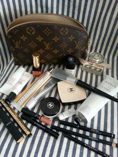 Summer beauty essentials Source by ravenspen Makeup Kit, Skin Makeup, Makeup Inspo, Beauty Makeup, Classy Aesthetic, Aesthetic Makeup, Summer Beauty, Summer Makeup, Beauty Essentials