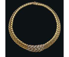 Collier Van Cleef & Arpels or et diamants Christie's Geneva http://www.vogue.fr/joaillerie/a-voir/diaporama/la-vente-aux-encheres-de-bijoux-magnificent-jewels-2014-de-christie-s-geneve/21005/image/1110315#!collier-van-cleef-amp-arpels-or-et-diamants-christie-039-s-geneva