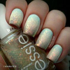 White holographic nailart #nailart #nails #white #holographic