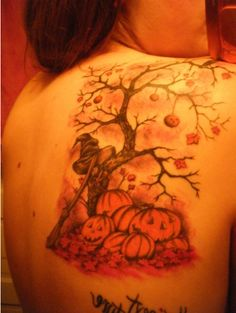I'm obsessed with this Autumn tattoo!! AHH!