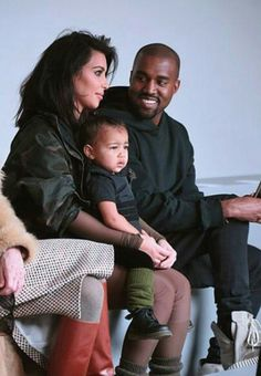 Kim, Kanye, And North West <3 Famiy Pic