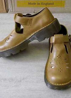 A vendre sur #vinted ! http://www.vinted.fr/femme/derbies/8222866-dr-martens-mary-jane-cuir-souple-beige-p36-ttbe-made-in-england