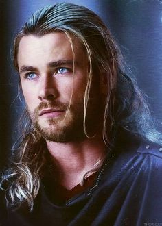 Chris Hemsworth--- I really like this longer hair on Thor. It looks far better than his hair in the first one, and even in The Avengers. Chris Hemsworth Thor, Liam Hamsworth, Hemsworth Brothers, Marvel 3, Marvel Comics, Christian Bale, Marvel Cinematic, Gorgeous Men, Actors & Actresses