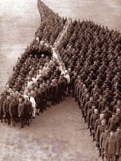 American Soldiers paying tribute to the over 8 Million Horses, Donkeys and Mules that died during WWI (1918) : OldSchoolCool