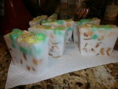 Pure glycerin, hints of oranges, limes, and lemon makes this a very uplifting soap.    Donnarosetta    Etsy.com