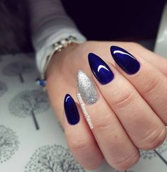 Make an original manicure for Valentine's Day - My Nails Fabulous Nails, Perfect Nails, Gorgeous Nails, Hot Nails, Hair And Nails, Blue And Silver Nails, Dark Blue Nails, Indigo Nails, Shellac Nails