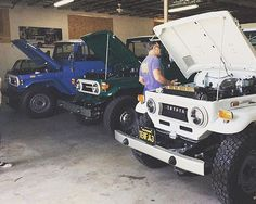 Check out these #siblings! #Repost from @fjcompany from a day at the garage. . . . #FJ40 #BJ40 #4X4 #Toyota #LandCruiser #Classic #Offroad #FJ40LandCruiser #40series #4WheelDrive #Adventuremobile #NationalSiblingDay