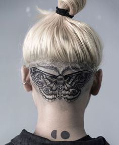 moth  artist : oozy_tattoo