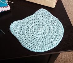 Cute cat coaster - free crochet pattern by Hello Happy.