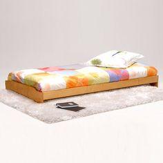 le choix du lit au sol futon et tatami une bonne id e salle montessori le sol et chambres. Black Bedroom Furniture Sets. Home Design Ideas