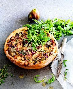 Bewaar recept vegetarisch quiche met rode ui, verse vijgen & ricotta aantal 4 | hoofdgerecht | doordeweeks, pasen, weekend | frans | Deze quiche is zoet én ook hartig. De combinatie met rode ui, honing en tijm is heerlijk, maar je kunt natuurlijk eindeloos variëren met de vulling. kooktijd25 minutenOven35 minutentotale tijd1 uur ingrediënten2 el … Raw Food Recipes, Veggie Recipes, Vegetarian Recipes, Healthy Recipes, I Love Food, Good Food, Yummy Food, Tarte Tartin, Filet Mignon Chorizo