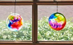 Quick and easy kid project: Cosmic suncatchers, from BabbleDabbleDo.com