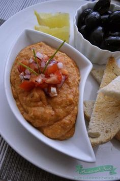 salata-de-vinete-grecesti-cu-ardei Romanian Food, Romanian Recipes, Eggplant, Humus, Curry, Meat, Chicken, Ethnic Recipes, Salads