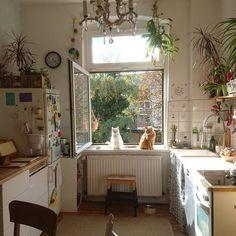 So cute home details. I love this interior design! It's a great idea for home decor. Cozy Home design. Küchen Design, House Design, Interior Design, Dream Apartment, Cozy Apartment, European Apartment, Vintage Apartment, French Apartment, London Apartment