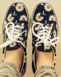 DIY Daisy trainers!