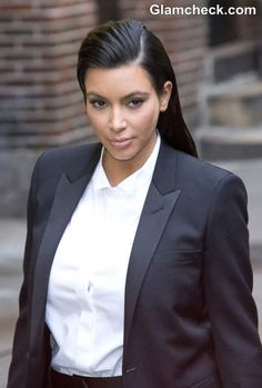 Reality TV star Kim Kardashian surprised many by ditching her flirty dresses for a suit as she appeared on the Late Show with David Letterman on January There was no denying that she was still da bomb! Androgynous Makeup, Androgynous Look, Sport Hair, Kim K Style, Reality Tv Stars, Celebs, Celebrities, Famous Women, Kim Kardashian