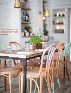 Toques de cor nas cadeiras traz bossa e charme para as refeições!!!!