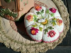. Art Fil, Thread Art, Pin Cushions, Pot Holders, Hand Embroidery, Shapes, Sewing, Fun, How To Make
