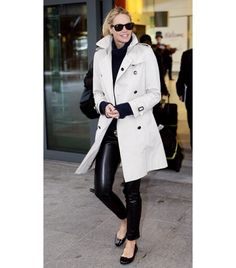 Elle Macpherson in all black & a trench = LOVE