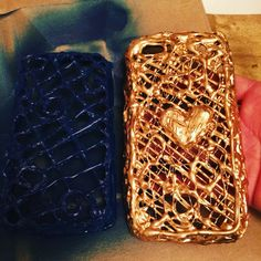 Cell phone cases made from Hot Glue and spray paint Lg Cell Phone Cases, Cell Phone Kiosk, Cell Phone Hacks, Diy Phone Case, Cell Phone Protection, Glue Crafts, Glue Gun, Projects To Try, Gun Art