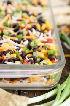 Southwestern 7 Layer Dip - Layers of kicked up tomatoes, black beans and corn on top of a spicy, cream cheese base. This is the appetizer you'll want to bring to every party! Appetizer Dips, Yummy Appetizers, Appetizer Recipes, Dill Dip, Buffalo Chicken, Healthy Snacks For Diabetics, Healthy Recipes, Dip Recipes, Recipies