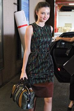 la colección de bolsos de Miranda Kerr: Tonal Raffia de Burberry