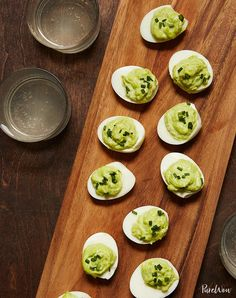 These 23 low-carb snack ideas are diet-friendly, delicious and best of all, easy to make at home. Snack on, friends. Side Dishes For Ribs, Side Dishes Easy, Sides For Ribs, Appetizers For A Crowd, Appetizer Recipes, Picnic Recipes, Appetizer Dessert, Appetizer Party, Mini Appetizers