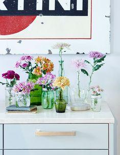 Bloementrend - Stek Magazine Glass Vase, Furniture, Home Decor, Magazine, Instagram, Balcony, Decoration Home, Room Decor, Home Furnishings
