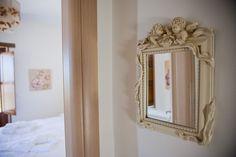 © Λιθόχτιστα Ξενώνες- Lithoxtista Guesthouses Country Style, Rustic, Mirror, Simple, Furniture, Home Decor, Country Primitive, Rustic Style, Decoration Home