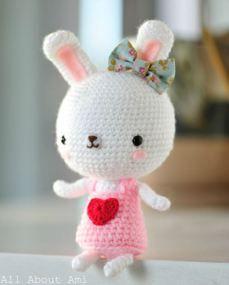 amigurumi coelha branca vestido laço
