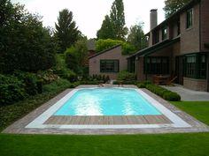 Moderne tuin in zeewolde met zwembad houten vlonders en overdekt terras met buitenkeuken vos - Outdoor decoratie zwembad ...