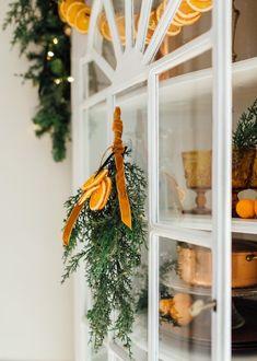 Natural Christmas, Noel Christmas, Simple Christmas, All Things Christmas, Christmas Crafts, Christmas Decorations, Christmas Ornaments, Holiday Decor, Orange Christmas Tree