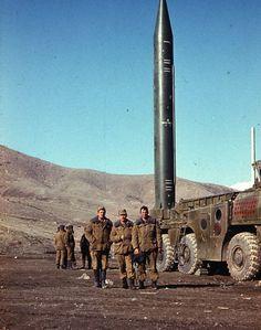 Интересная подборка цветных фотографий войны в Афганистане в 80-х годах посвященных в основном Ограниченному контингенту советских войск в Афганистане. http://www.oldpicsarchive.com/afgan-war-1980s-24-photos/24/ - цинк