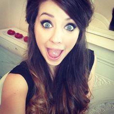 Zoella ~ I think we were separated at birth or something (minus the fact that she's five years older than me. Zoella Beauty, Hair Beauty, Zoella Hair, Zoe Sugg, Night Makeup, Youtube Stars, Celebs, Celebrities, My Idol