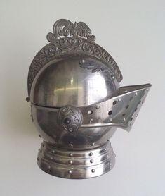 """Made in Japan Vtg.1970/'s Knight Armor Head Helmet Transistor Radio 8/"""" Metal"""