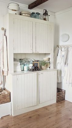 Rustic Farmhouse: The story of a cupboard (I need to make something like this for our kitchen!)
