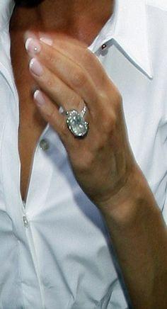 Posh Spice Engagement Ring Size #ring #engagement #diamond #bling