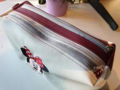Trousse Zip-Zip blanche et rouge brodée cousue par Michèle - Patron Sacôtin