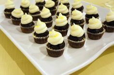 Black and Whites by Cupcake DownSouth | Yoj Events #weddingcupcakes