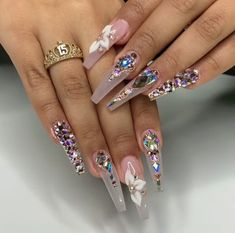 Nail art is a very popular trend these days and every woman you meet seems to have beautiful nails. It used to be that women would just go get a manicure or pedicure to get their nails trimmed and shaped with just a few coats of plain nail polish. Bling Acrylic Nails, Best Acrylic Nails, Glam Nails, Rhinestone Nails, Bling Nails, Bling Nail Art, Perfect Nails, Gorgeous Nails, Nailart
