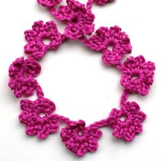 ingthings: Easy flower garland..just keep crocheting and make as long ,or as many different colors as you like!.. Free pattern!