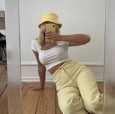 ropa Barbara Kristoffersen on fashion style outfit ootd yellow white bucket hat pants crop top phone case iphone aesthetic tumble clean simple minimalist cute trendy vintage inspired clothes clothing Cute Casual Outfits, Outfits With Hats, Mode Outfits, Retro Outfits, Vintage Outfits, Girl Outfits, Fashion Outfits, Purple Outfits, Fashion Trends