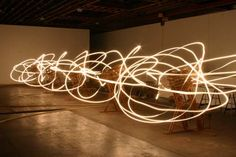 conrad shawcross, 물리학을 이용한 설치- 그림자의 움직임을 통해 공간에 다차원적인 기하학 제공