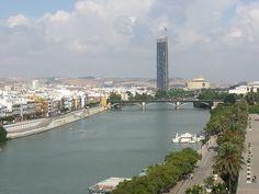 Sevilha é a capital da Andaluzia, que é a região mais ao sul do país.  É a região mais quente da Espanha, o inverno é ameno, e o verão muito quente.
