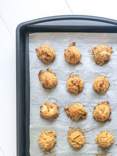 These gluten free crab cake bites make the perfect appetizer topped with a spoonful of spicy aioli and freshly minced chives. Gluten Free Crab Cakes, Gluten Free Treats, Gluten Free Baking, Dairy Free Recipes, One Bite Appetizers, Spicy Aioli, Gluten Free Bread Crumbs, Creole Recipes, Cake Bites
